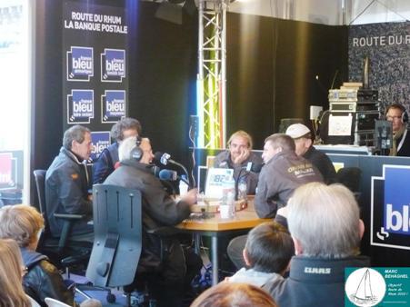 De gauche à droite: Marc Guillemot, Michel Desjoyaux, le journaliste de France bleu (de dos), Yvan Noblet, Sidney Gavignet et Franck-Yves Escoffier.