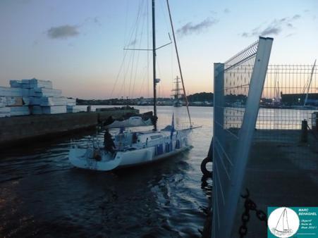 Le bateau est presque prêt. dans Actu p1040352
