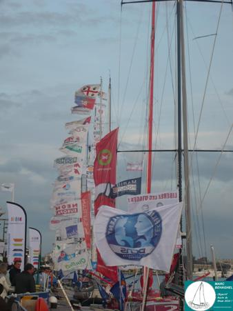 Dans le bassin Duguay-Troin, drapeaux au vent du côté des 60 pieds IMOCA.