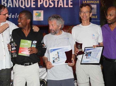 Marc (deuxième en partant de la droite), lors de la remise des prix des class40 et de la catégorie Rhum de la Route du Rhum - la banque postale 2010 à Pointe-à-Pitre le 26 Novembre.