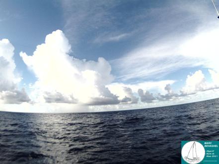 Des nuages sur lesquels Marc pourrait discourir des heures... Et oui, un bon skipper est avant tout un as de la météo !