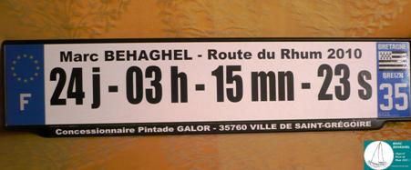 24 jours, 3 heures, 15 minutes et 23 secondes, un bon temps pour une traversée en solitaire en Class40, un prétexte pour imprimer une drôle de plaque d'immatriculation.