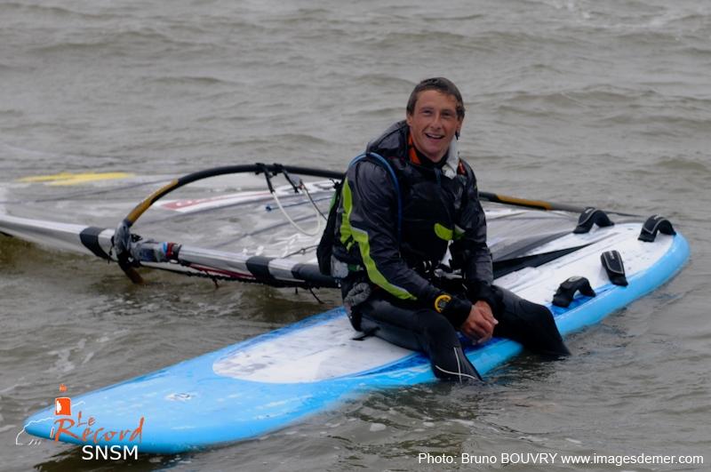 Martin Gavériau peut souffler ! Il vient de faire l'aller-retour Saint-Nazaire - Sainte-Marine en un peu plus de 21 heures... en planche à voile !