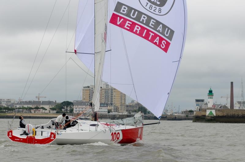 arrivée de l'équipage vainqueur en class40 conduit par Stéphane Le Diraison sur Bureau Veritas.