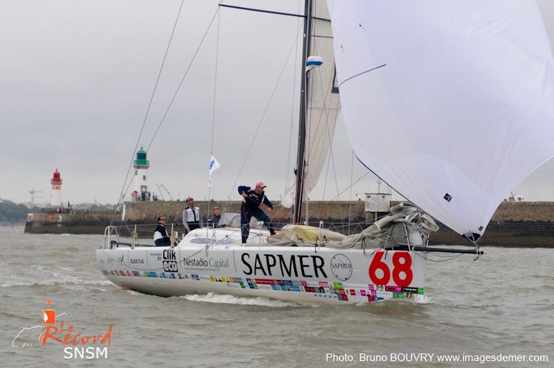 le class40 L'Express-Sapmer coupe la ligne d'arrivée du Record SNSM, l'équipage de Pierre-Yves Lautrou se classe 3e.