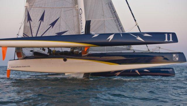 Vendredi 3 Juin, Baie de Quiberon. Après un peu plus de 14 heures de navigation à un peu plus de 23 noeuds de moyenne, le maxi-trimaran Gitana 11 en termine avec les 300 milles du parcours de l'Armen Race 2011.