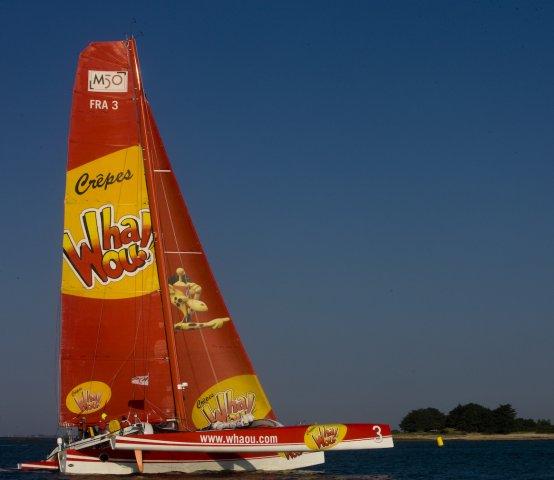 Vendredi 3 Juin, baie de Quiberon. Franck-Yves Escoffier et son équipage en finissent avec les 300 miles de l'Armen Race 2011 et s'offrent sur Crêpe Whaou! 3 la victoire en multi50 !